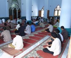イスラム系教育機関のモスク内部