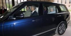 2016年に訪英したアメリカのオバマ大統領夫妻とエリザベス女王を乗せた車を運転するエディンバラ公