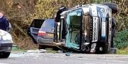 事故を起こして転倒したエディンバラ公が運転していた車